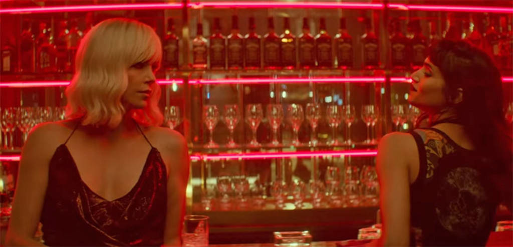 Delphine and Lorraine meet in a red club.